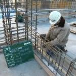 壁の配筋作業において予想される災害(建築工事現場)